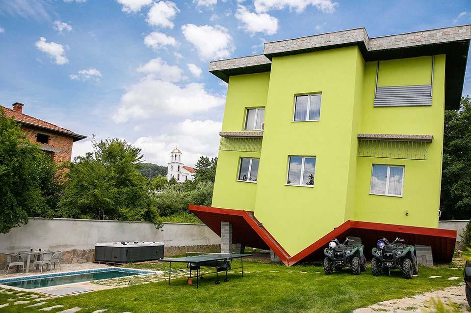 Обърнатата къща